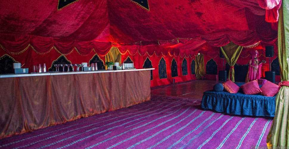la-rouge tent decor
