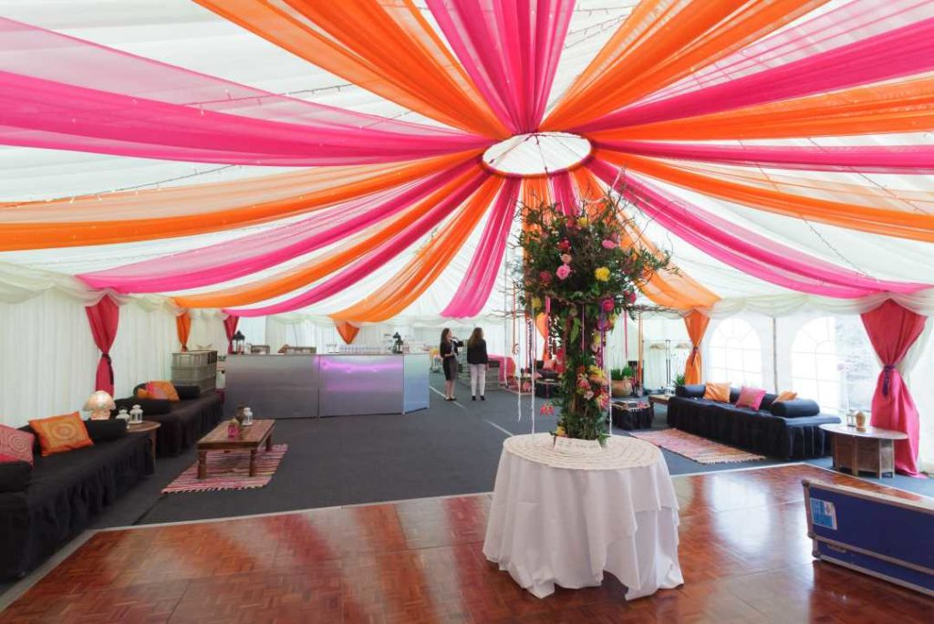 marquee-decoration pink